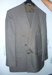 Костюм новый серого цвета,  двубортный пиджак