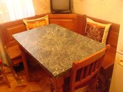 Продам кухонную обеденную группу (уголок) пр-во Италия,  массив вишни