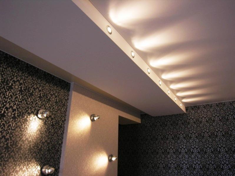 Точечная подсветка потолка фото