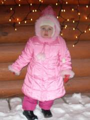 зимняя куртка с капюшоном + шапочка и шарфик